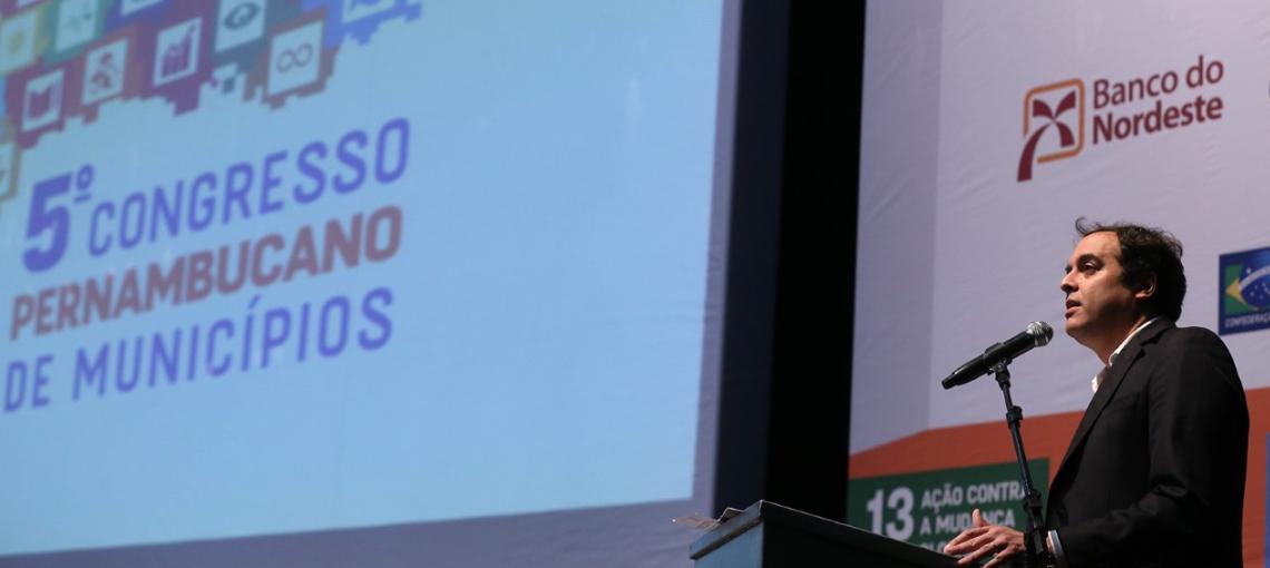 """Paulo Câmara: """"A nossa expectativa é investir pelo menos R$ 2 bilhões em 2018"""""""