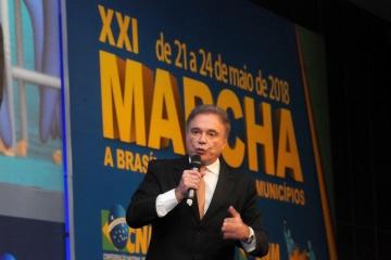 Álvaro Dias é o primeiro pré-candidato a participar dos debates com os presidenciáveis