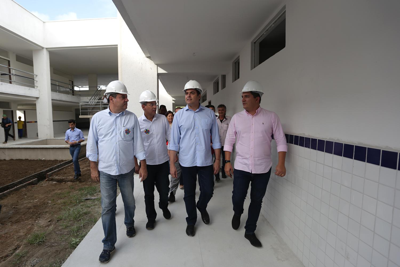 Em Bom Conselho, Paulo Câmara inaugura abatedouro e promove ações para a agricultura familiar local