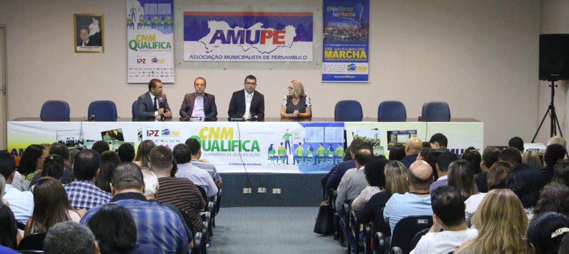 Servidores das prefeituras participam do Curso CNM Qualifica na Amupe