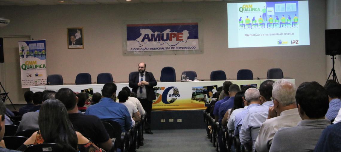 Amupe e CNM qualificam prefeitos e secretários em técnicas para incremento de receitas públicas