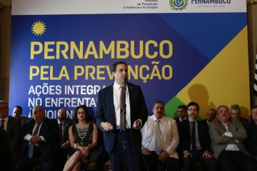 """Paulo Câmara: """"Violência não se combate com armas, mas comprevenção e oportunidades. Essa é a nossa agenda"""""""