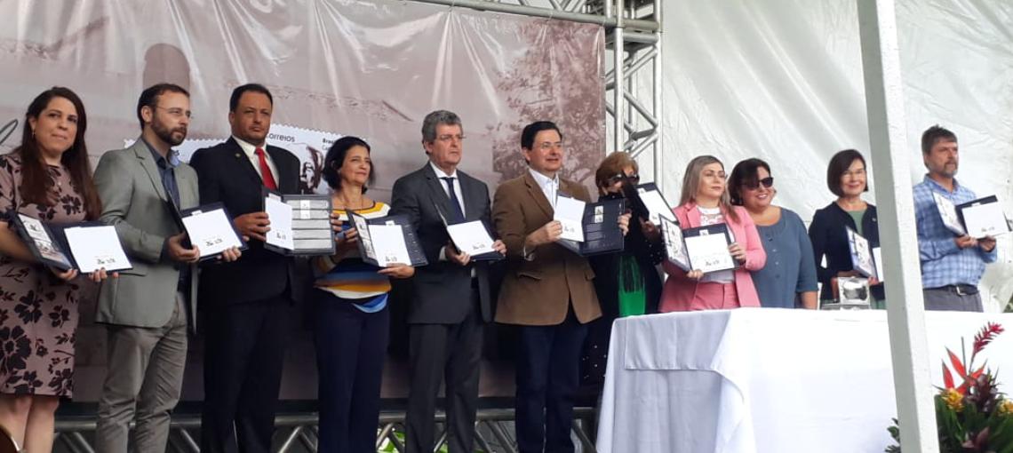 Amupe agradece ao reconhecimento da Fundaj e Correios, em assinatura de selo comemorativo