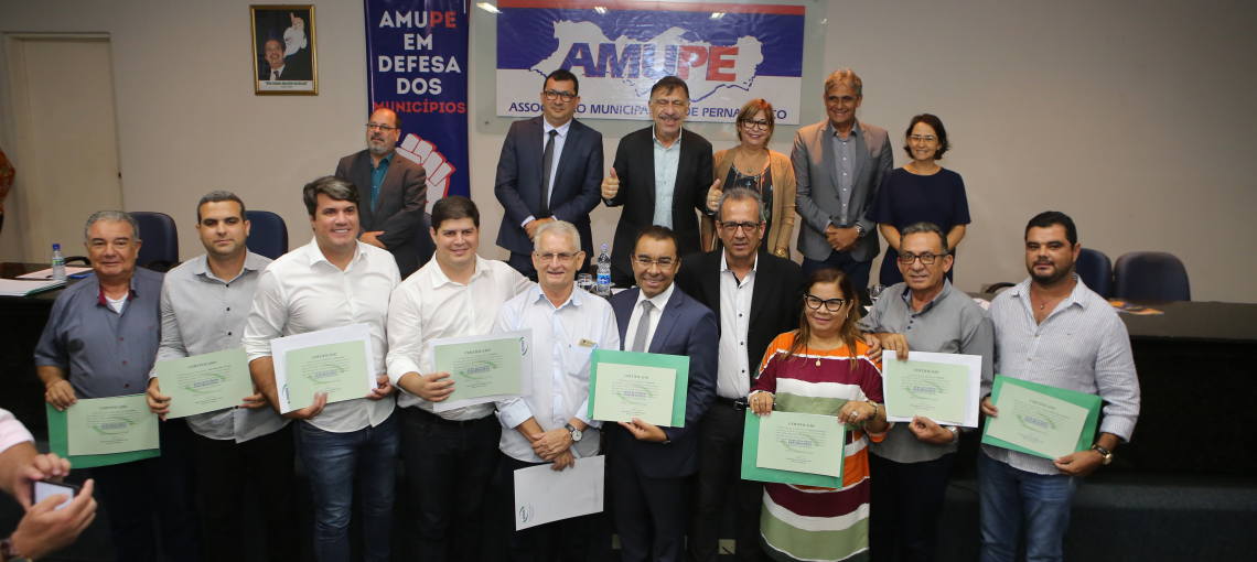Adagro homenageia municípios com 100% de cobertura vacinal
