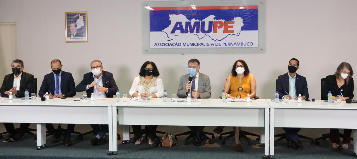 """""""A grande arma é a educação"""" diz José Patriota ao prestigiar lançamento do Selo Unicef Pernambuco"""