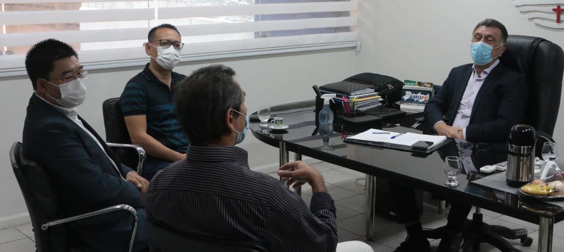 Visando parceria, Amupe recebe comitiva de Associação da Comunidade Chinesa